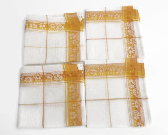 4 napkins, gold and white damask linen, 12 inches / 30.5 cm square, circa mid 20th century