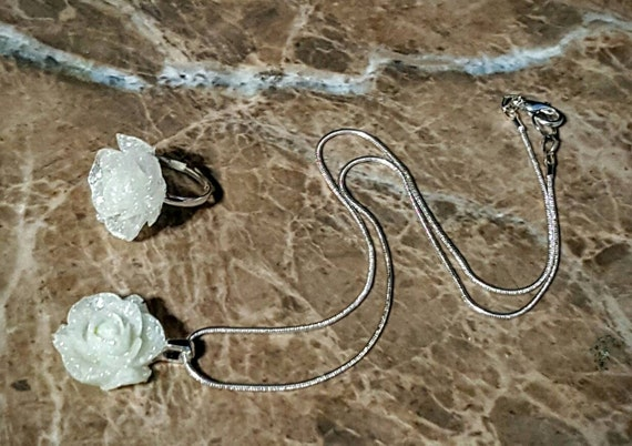 Shimmering White Rose necklace and ring - Glow in the Dark