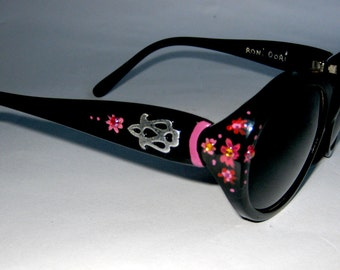 6c4c46ffb9ec Classic new Hand Painted sunglasses by Roni Dori. Model 6004 Vintage- Black  Red flowers
