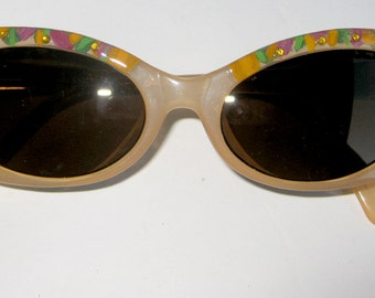 8a3e256f1e54 Hand Painted sunglasses by Roni Dori. Model 6006 Vintage- Yellow colorful.  Italy 60's inspiration.