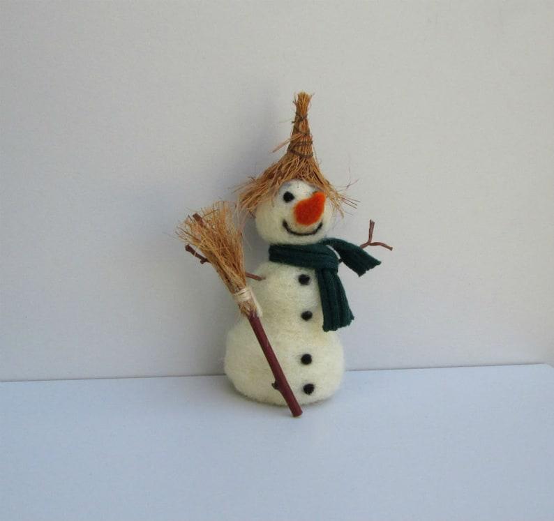 Felt Snowman Christmas ornament Winter figurine Xmas decoration straw hat Felted miniature snowman Hanging Woolen ornament Dollhouse