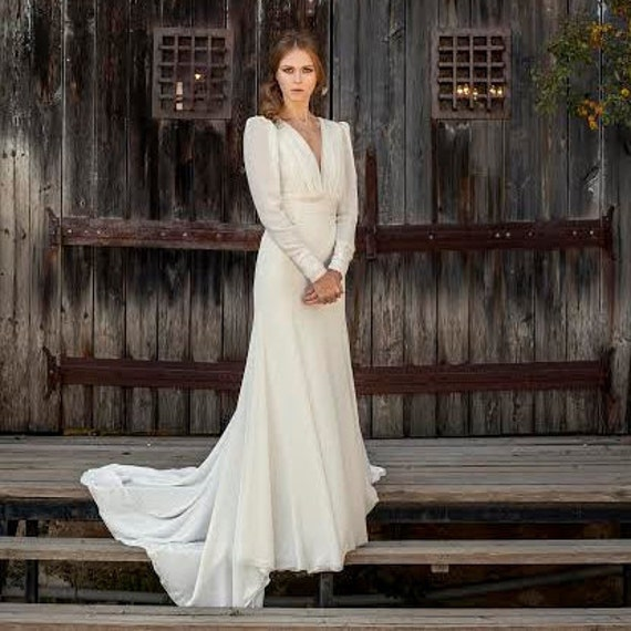 Long Sleeve Wedding Dress Vintage Style Low Back Off White Etsy