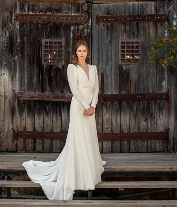 Traditional Wedding Gowns With Long Sleeves: Traditional Wedding Dress With Long Sleeve Open Back
