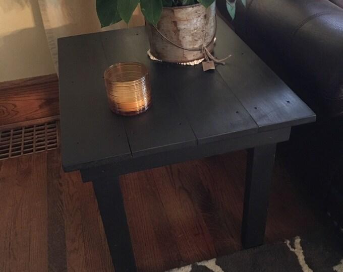 Side table/Coffee table/Table/Wood table/Farmhouse table