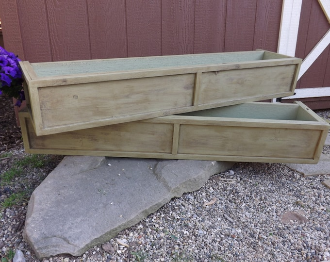 Distressed cedar window box/planter box/flower box/Wood planter box