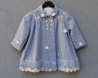 Blaue Spitze Jacke, Baby-Kind-Mantel Größe 12-18 Monate Vintage verschönert florale Spitze Stoff Kleidung