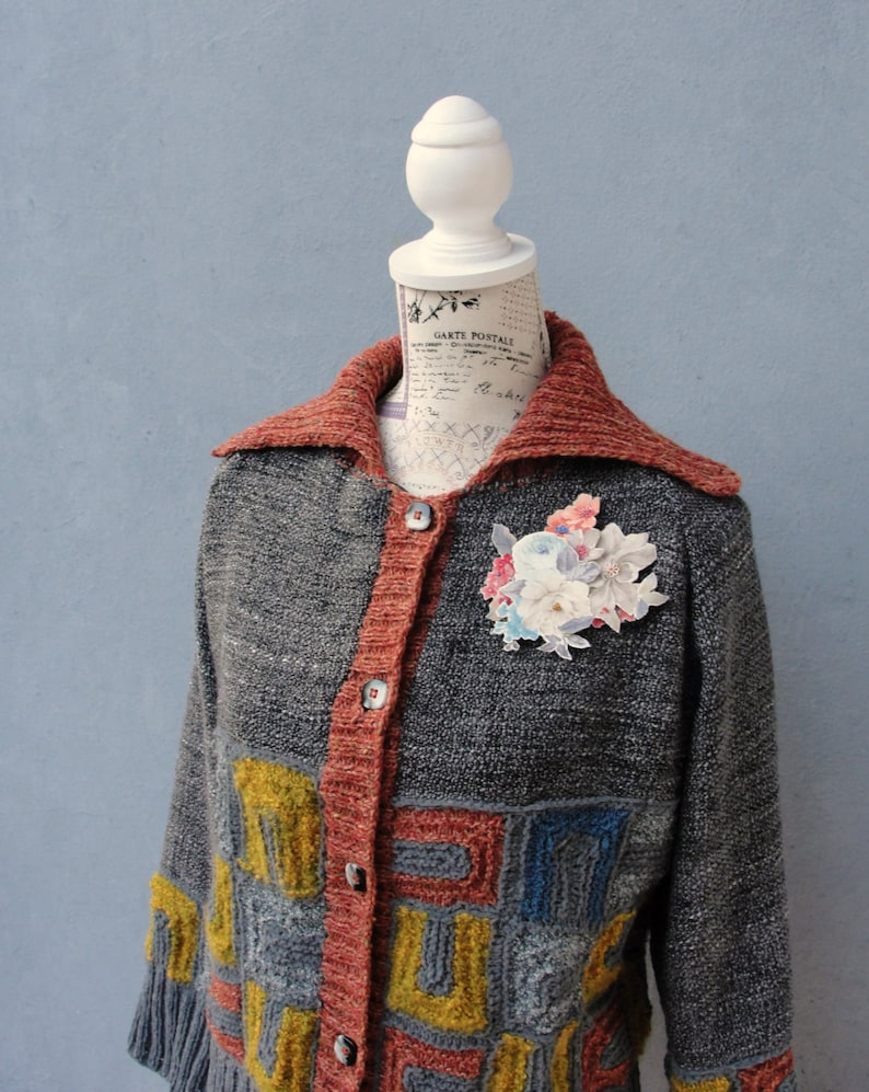 Small Medium Clothing US size 6  8 EU size 36  38 Geometric Knitted Jacket with Floral Brooch Art Deco Cardigan