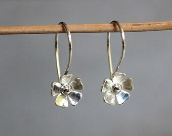 Flower earrings, Small silver earrings, Flower drop earrings, Daisy earrings, everyday jewelry.