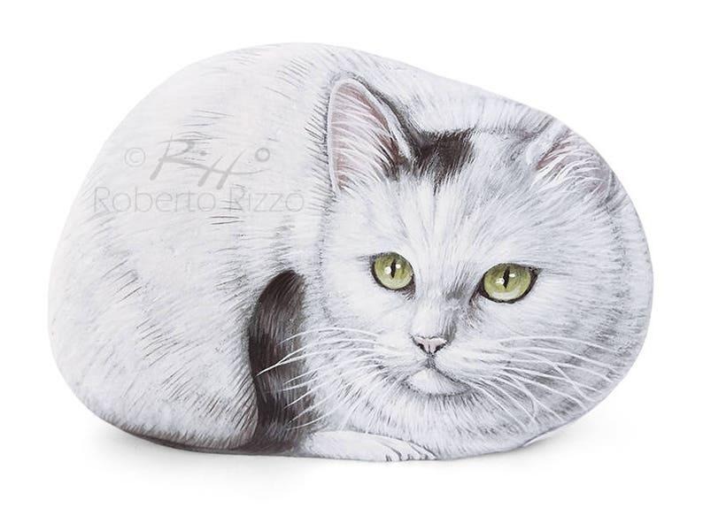 Süße weiße Katze gemalt auf einem Meer Stein | Katze Malerei auf einem  Stein | Einzigartige Felskunst von Roberto Rizzo