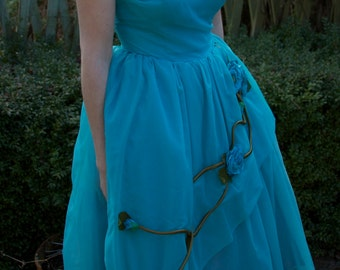 Beautiful 1950s turquoise prom dress with stunning flower detail
