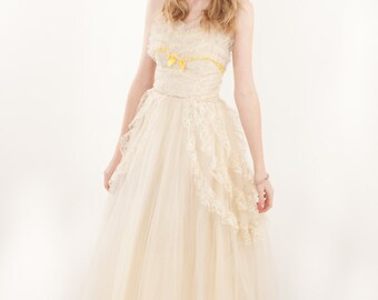 REDUCED 1950s Ivory Lace and Tulle Prom Dress