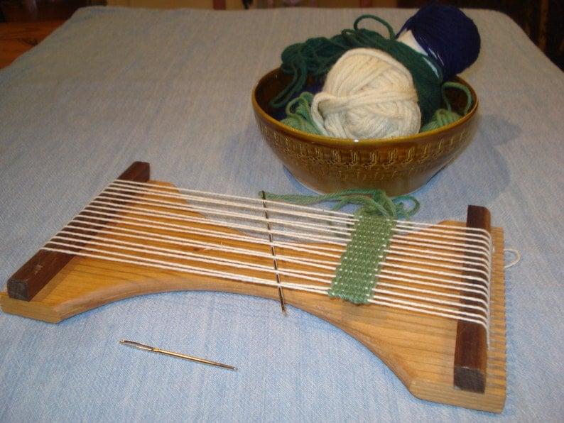 The Minnow Small Hand Held Loom image 1