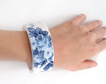 Items similar to Arabesque Wooden Cuff  Blue White Arabic