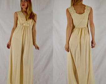 S/M 1970s Buttercream Lace Nylon Nightgown