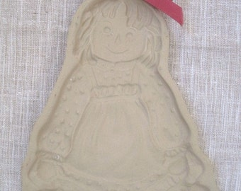 "Brown Bag Cookie Art Raggedy Ann Mold 1985 Hill Design Inc Stoneware 7.25"" No Recipe Booklet Crafts, Home Decor, Country Kitchen"