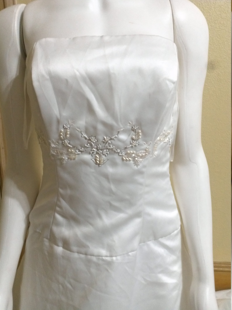 Jim Heljm Wedding Dresses.Visions By Jim Hjelm Wedding Dress W Applique Detailing Top Of Gown Strapless Fit Flare Shape Classic Modern Style Chapel Train 4 6