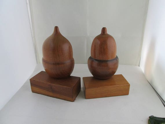 Vintage Mismatched Wood Acorn Bookend Pair Shelf Decor Wooden Bookends Booklovers Gift Bookshelf Decor Pair Of Bookends Desk Decor Oak Acorn