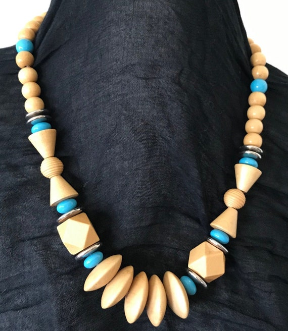 Mid Century Honey Wood and Blue Bead Necklace | Mo