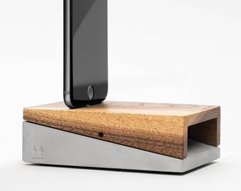 WoodUp Mobi | Docking station for iPhone 7, iPhone 7 Plus, iPhone 6(s) & iPhone 6(s) Plus | Wood + Concrete