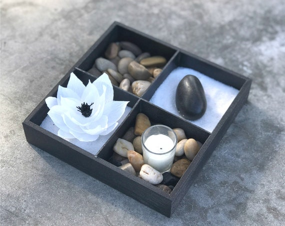 Zen garden using stones, paper lotus and candle - Relaxing indoor table garden