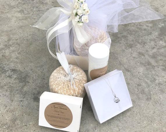 Gift basket - Spa and crystal necklace gift box