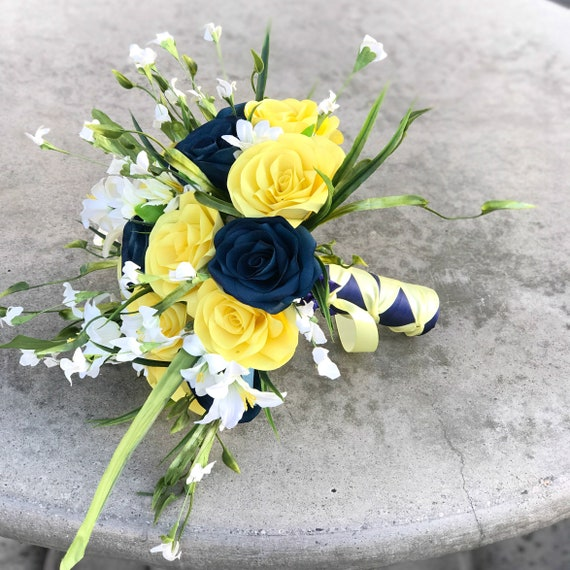 Wedding bouquet in navy blue and yellow filter paper flowers - Customizable colors
