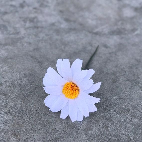 Daisy - Crepe paper daisy