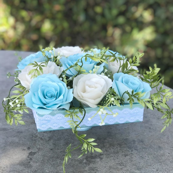 Centerpiece using paper roses - Wedding table decor - Colors are customizable