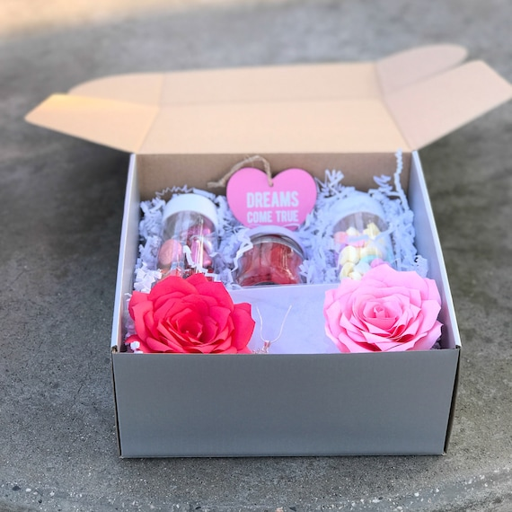 Candy Gift box - Red and Pink Paper Rose Gift Box