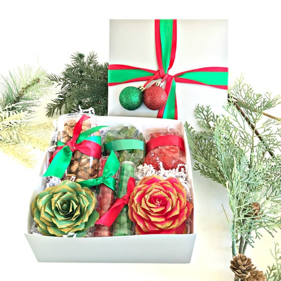 Green and red Christmas gift - Holiday present - Xmas gift for her - Candy and flower Christmas gift box