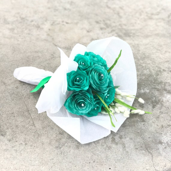 Emerald Green Paper Flower Gift Bouquet - Mother's Day Gift - Sympathy flowers - Get well soon gift