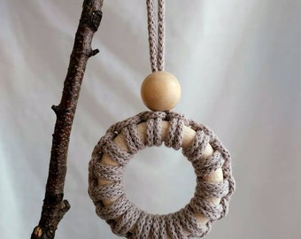 Tree decoration mini wreath with wooden bead - pearl