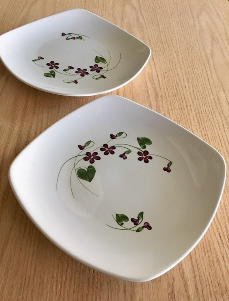 Orchard ware  Hollywood ware Wood Violet dinner plate 1940s