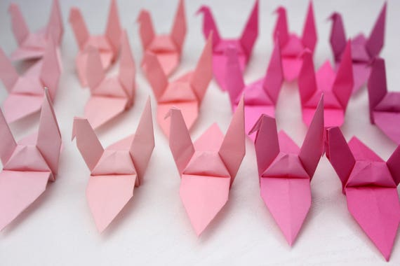 File:Origami Cranes in a row.jpg - Wikimedia Commons   380x570