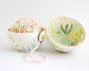 Ceramic Yarn Bowl With Flowers and Plants Decoration. Nature Ceramic Knitting Bowl, Flowers Crochet Bowl. Garden Yarn Bowl Ready To Ship