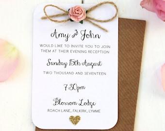 Corazón rústico de color de rosa y oro noche pequeña invitación - arco de guita que detalla