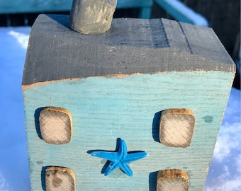 Driftwood seaside house with starfish design. Perfect dormValentine, Mother's Day or Fifth Anniversary.