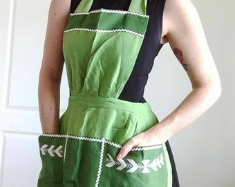 Vintage Green Apron with Ric Rac and Embroidery | 50s 60s | Housewife Pinup Style