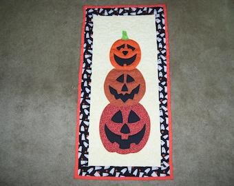 Halloween quilt-pumpkin quilt-machine quilted and appliqued-wall hanging-art quilt