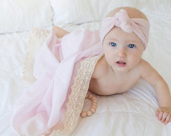 Heirloom swaddle in Peonie {Pink}