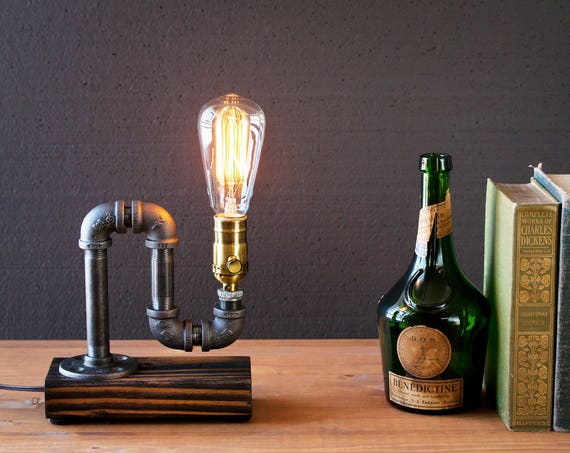 Table lamp-Desk lamp-Edison Steampunk lamp-Rustic home decor-Gift for men-Farmhouse decor-Home decor-Desk accessories-Industrial lighting