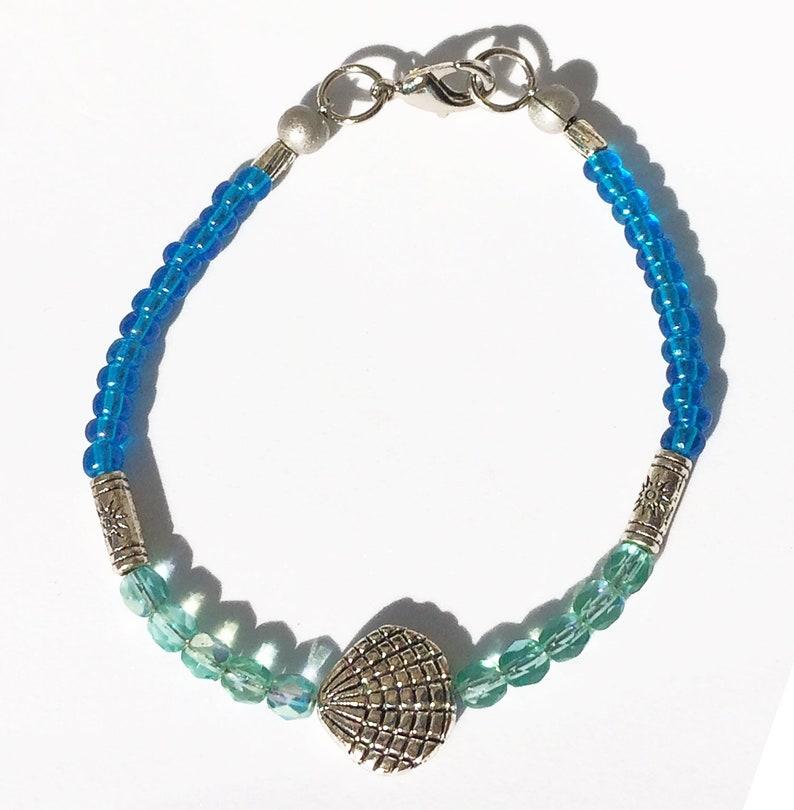 Bracelet 024 ~ Beautiful Tropical Seas Blues Skinny w Silver Scallop Shell ~ Free Shipping