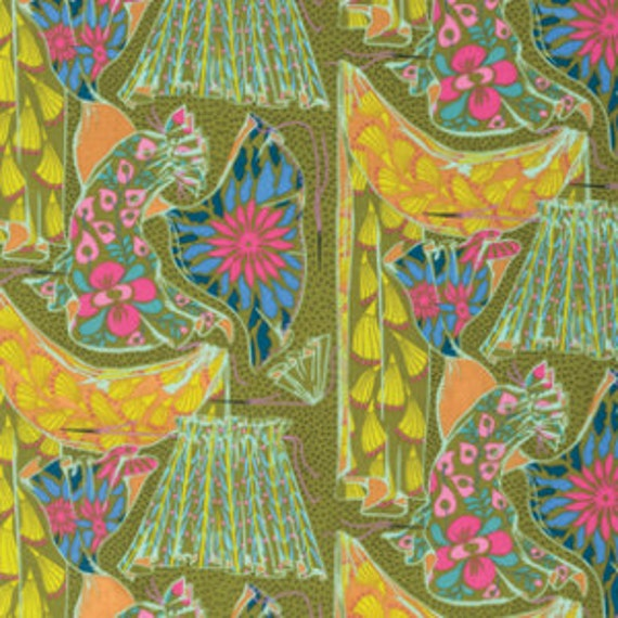 Fibs and Fables by Anna Maria Horner for Free Spirit - Dressmaker in Brass - Fat Quarter
