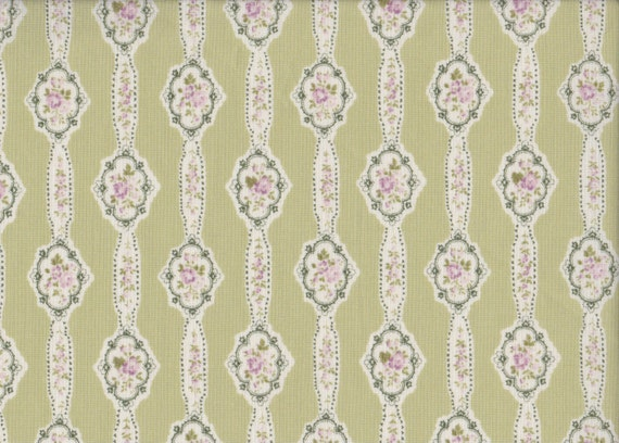 Japanese cotton fat quarter by Yuwa - Floral garlands in soft green