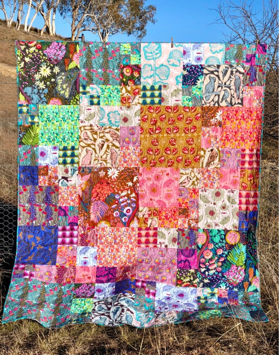 Rainbow Blurr Quilt Kit using Sweet Dreams fabric by Anna Maria Horner
