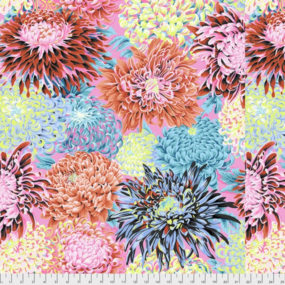 Kaffe Fassett Collective Fall 2018 -- Fat Quarter of Philip Jacobs Japanese Chrysanthemum in Contrast