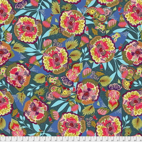 Shannon Newlin Vibrant Blooms -- Fat Quarter of Floral Express in Blue