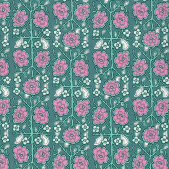 Amy Butler Splendor -- Fat Quarter of Pincushion Flower in Sage