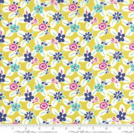Moda Beach Road Wildflowers in Green Papaya (1813411) by Jen Kingwell -- Fat Quarter