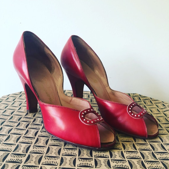 Vtg sz 6.5 1930s/1940s Heel Shoes. Red and White.